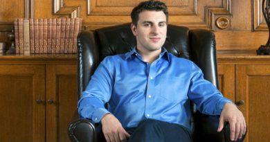 Brian Chesky - người lãnh đạo tài ba của Airbnb