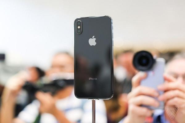 Face ID là tính năng công nghệ mới chỉ xuất hiện trên iPhone X