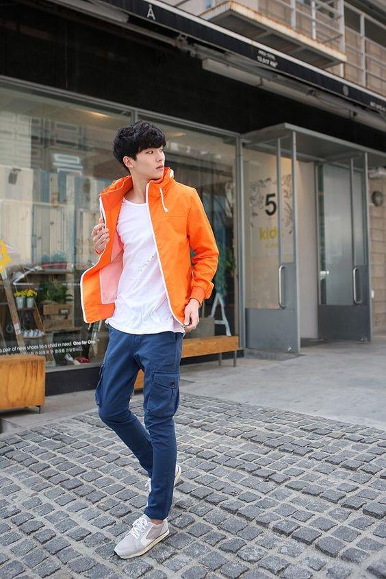 Áo phông sáng màu luôn là mix đồ đẹp nhất của nam giới