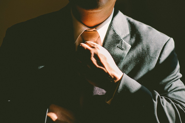 Công danh sự nghiệp không được tùy tiện vứt đi
