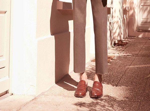 Phong cách thời trang mang giày không mang tất của các quý ông