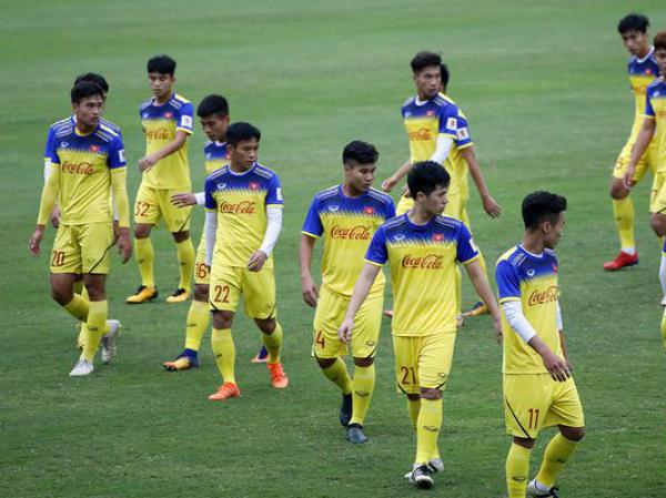 Lương Hoàng Nam tự tin cạnh tranh với Quang Hải