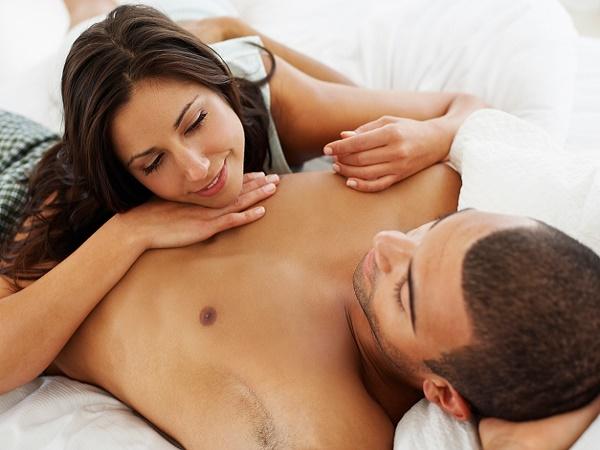 """Vì sao nam giới thường đổ mồ hôi nhiều sau khi """"yêu""""?"""