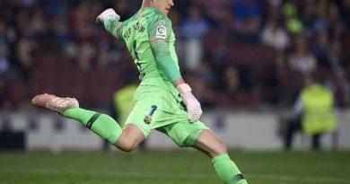 CLB Barcelona tăng lương nhằm giữ chân thủ thành Ter Stegen