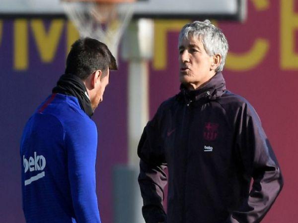 Messi đá ghế của HLV Setien, Xavi trở về Barca